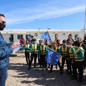 El director del Consell Català de l'Esport visita una sessió del programa Esport Blau Escolar al Club Nàutic de Sitges